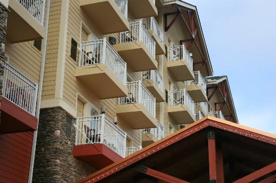 Clarion Inn Dollywood Area: Exterior Balconies
