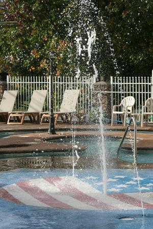 Clarion Inn: Pool Area Splash Zone