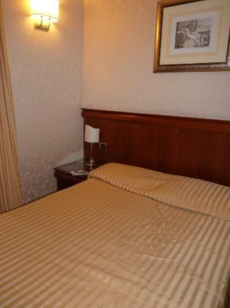 Hotel Giorgi : Notre petite chambre confortable