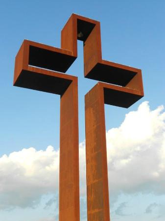 Kerrville, TX : The reddish brown Cor-ten steel skin on The Empty Cross symbolically bleeds as it weathers.