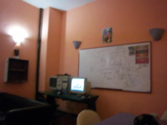 Adventure Hostel: Rest room, computer, dining room, TV