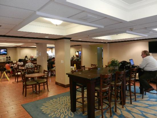Comfort Inn Near Greenfield Village: breakfast area
