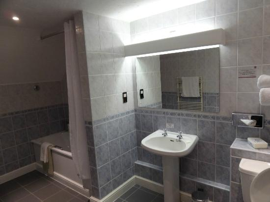 Oxford Spires Hotel: Bathroom