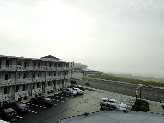 Avondale by the Sea: Suite room wing and view to beach