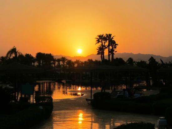 Maritim Jolie Ville Golf & Resort: Закат...