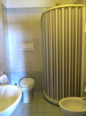 โฮเต็ล เบลเวเดีย: Room 6 Bathroom