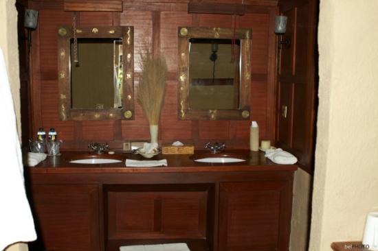 Mara Explorer Camp: Salle de bain décorée avec goût