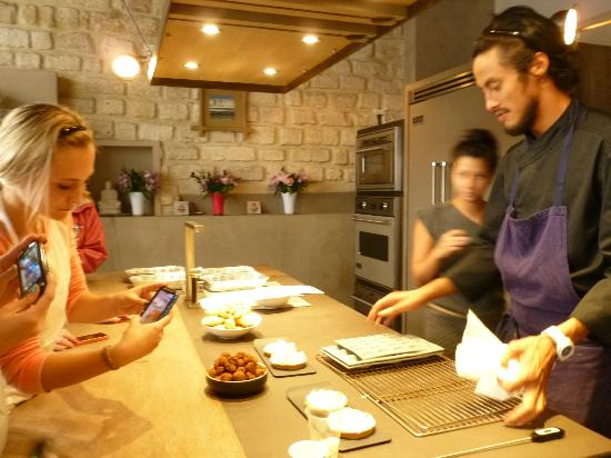 Experience Paris - Guided City Tour: End of class with deserts they made