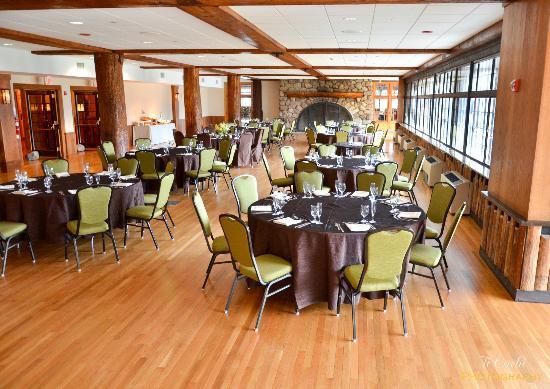 Dinner service in the Ballroom of the Bear Mountain Inn