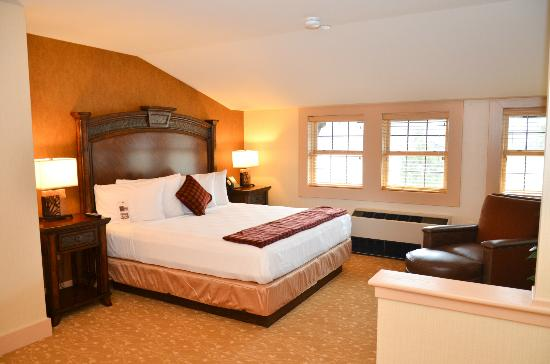 Bear Mountain Inn: Inn guestroom