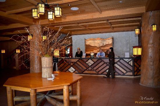 Bear Mountain Inn: Front Desk / Lobby