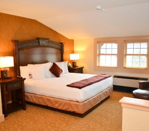Bear Mountain Inn: Inn guestroom