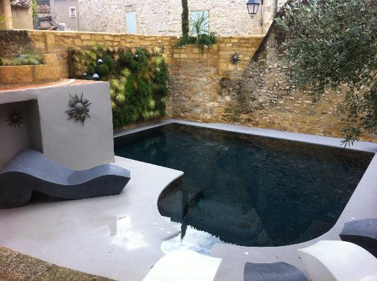 Petite piscine photo de hostellerie le castellas - Mini piscine pour terrasse ...