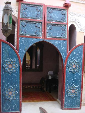 Riad Lorsya: Entrance door to dining area