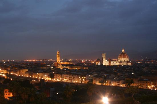 Plus Camping Michelangelo: Night time view from the nearby Piazzale Michelangelo