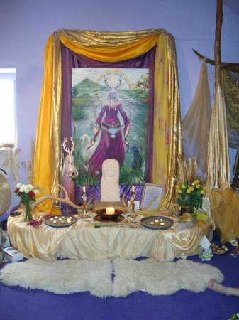 Glastonbury, UK: Central Altar at Lammas