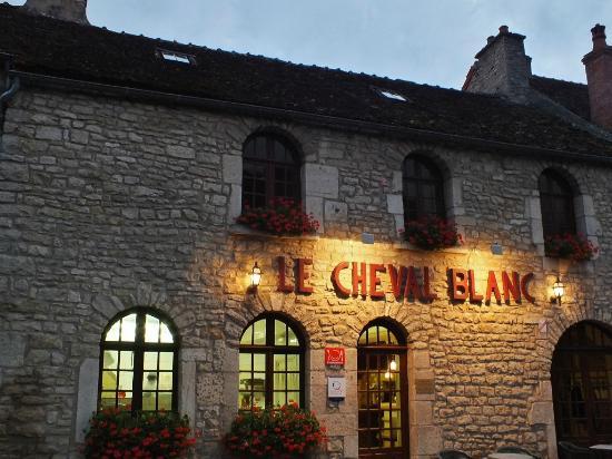 Le Cheval Blanc : façade entrée