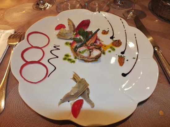Le Cheval Blanc : Homard en salade, vinaigrette à l'huile d'olive et basilic