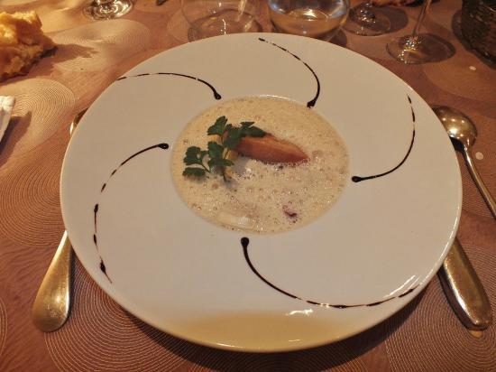 Le Cheval Blanc : Raviolis de foie gras, émulsion crémeuse de champignons