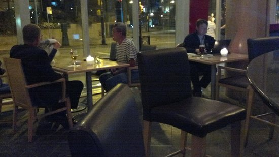 Showcase Restaurant & Bar : Showcase Lounge at Marriott Pinnacle around 11pm