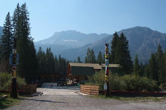 Grizzly Lodge : View of the Lodge