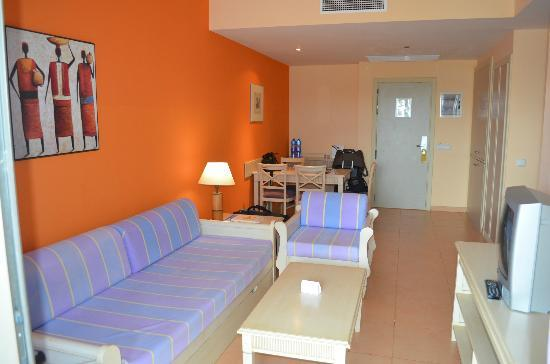 Iberostar Playa Gaviotas Park: Le Salon, Avec Dans Un Placard Une Plaque  Chauffante,