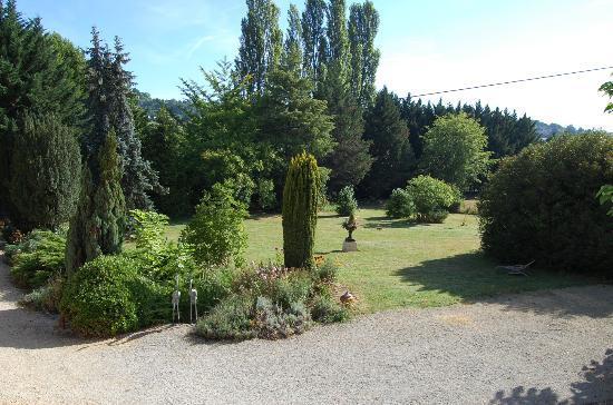 Manoir Petit Meysset: Jardin avant