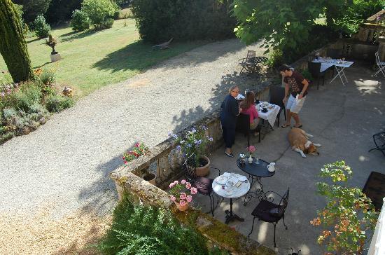Manoir Petit Meysset: Petit-déjeuner sur terrasse avant