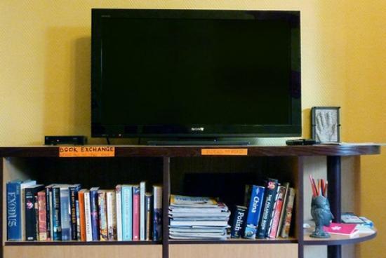 The Monk's Bunk Kaunas: TV and book exchange