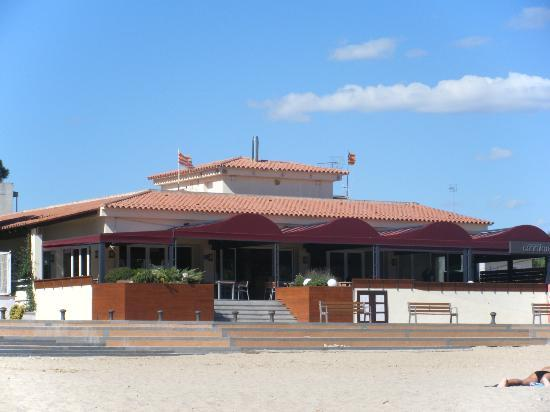 Can Miquel: View of restaurant from beach