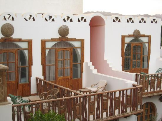 ‪فندق نجم الذهب: Some smaller rooms/balconies