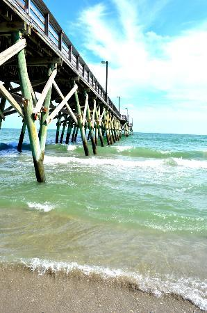 Surfside Beach Oceanfront Hotel: The pier