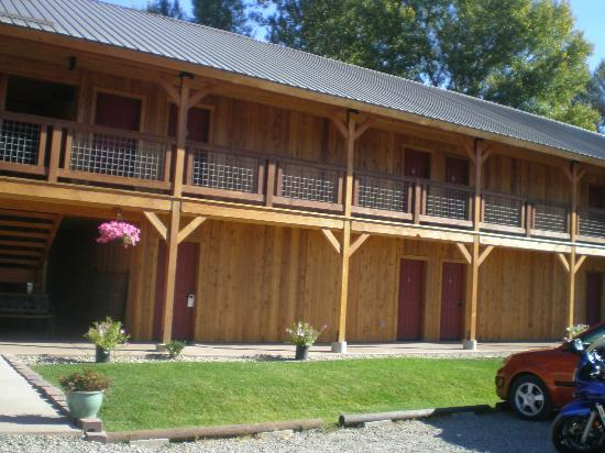 Methow River Lodge & Cabins: front of hotel