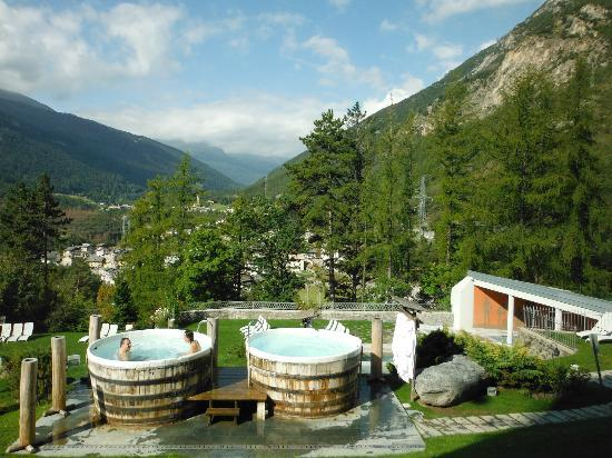 Grand Hotel Bagni Nuovi: The outdoor spa area is extensive, with beautiful views in all directions