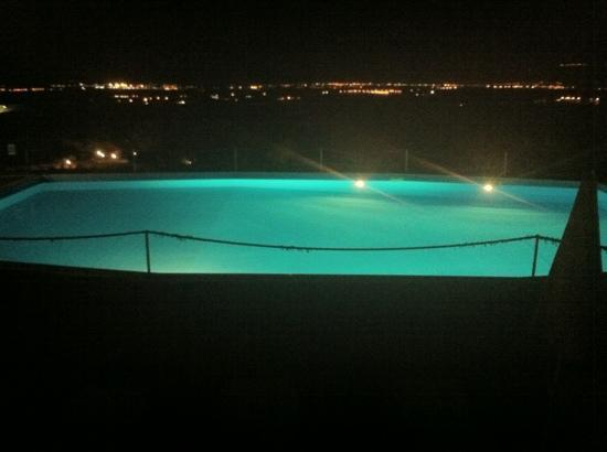 Baglio Oneto Resort and Wines: Flood lit pool