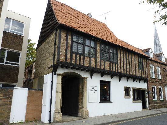 Tudor Rose - Lovely old building - but poorly managed