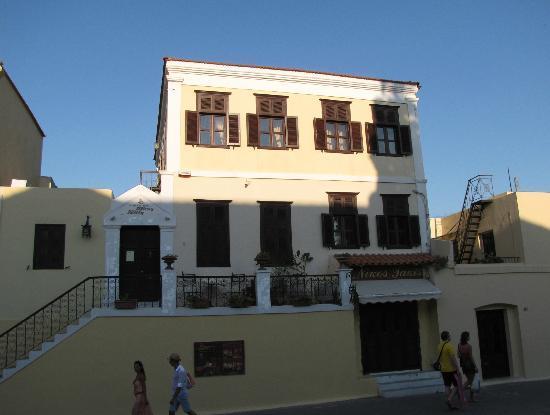 Nikos Takis Fashion Hotel: Nikos Takis, the building