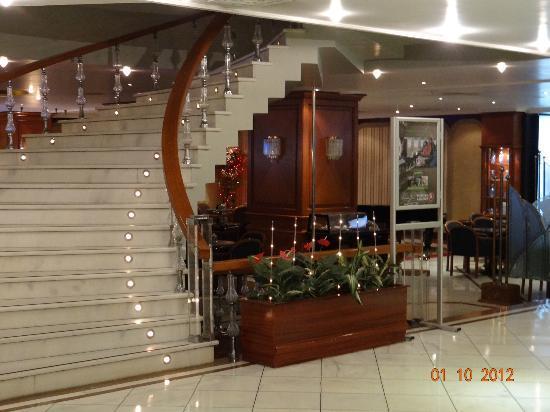 Akgun Istanbul Hotel: stairs/lobby