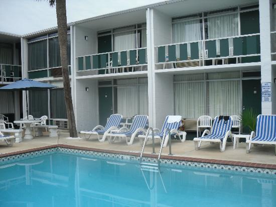 Holiday Shores Motel, Oceana Resorts: Our room is bottom right-hand corner (#104)