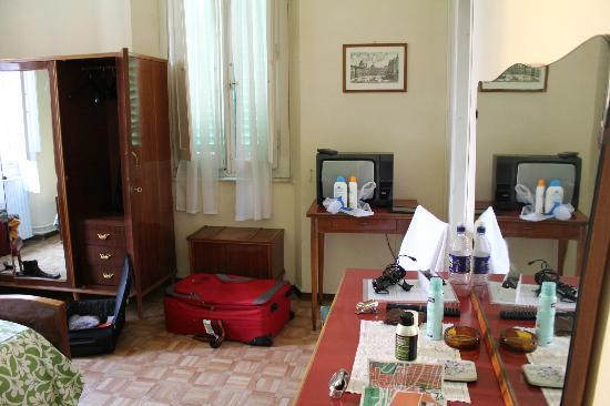 Hotel Belsoggiorno: We didn't check if the TV worked, but it was there