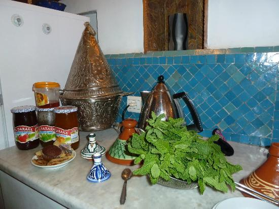 Dar Sienna: Kitchen, mint for tea