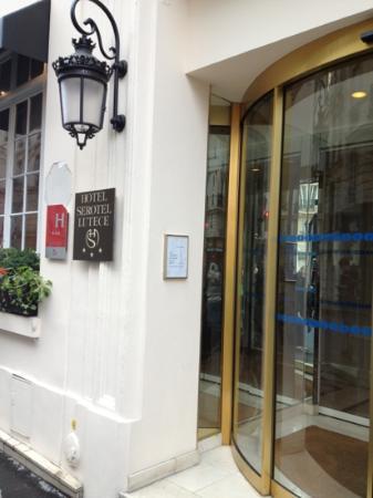 Hotel Serotel Lutece: entrance