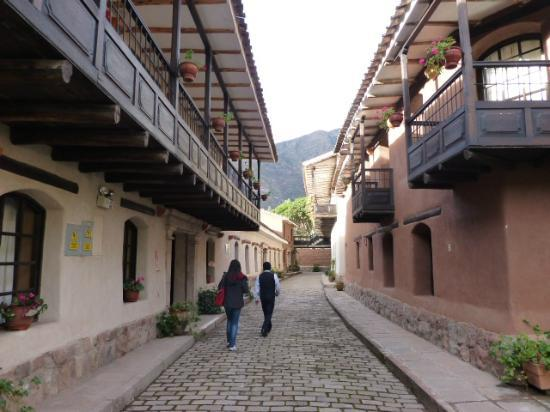 Sonesta Posadas del Inca Yucay: walking to our room