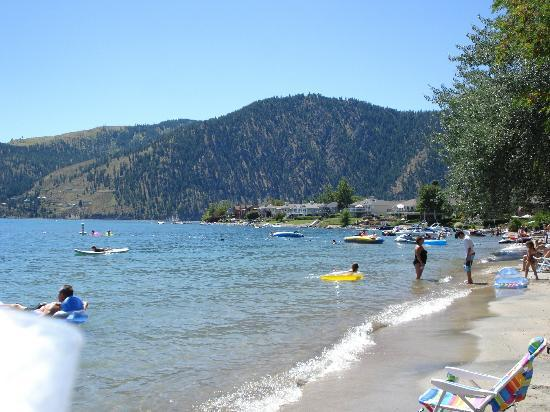 Wapato Point Resort: The beach