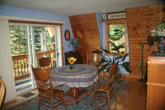 Moss Mountain Inn : Dining room to enjoy the great breakfasts.