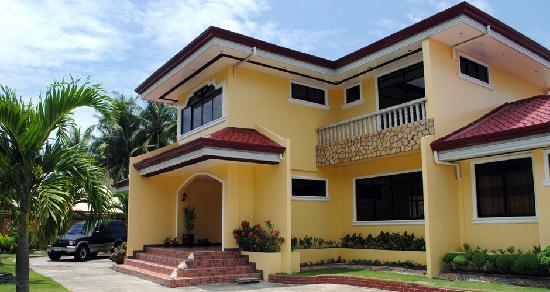 Villa Tarcela Resort: The front view of Villa Tarcela