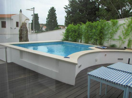 Villa Feniks: La piscina