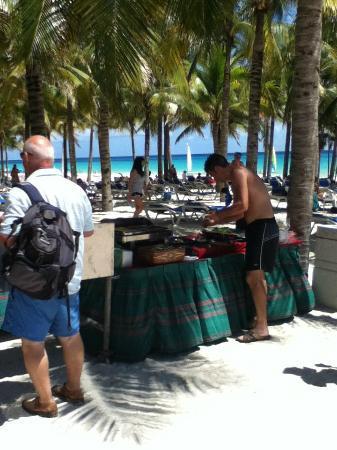 Hotel Riu Palace Riviera Maya: Beach BBQ