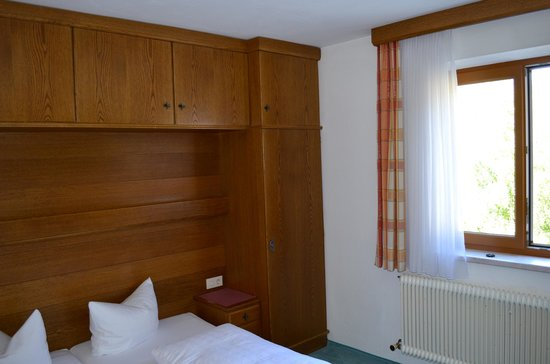 Hotel Edelweiss: Partial view of hotel room