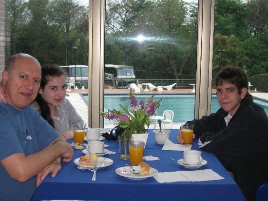 Falls Galli Hotel: desayunando